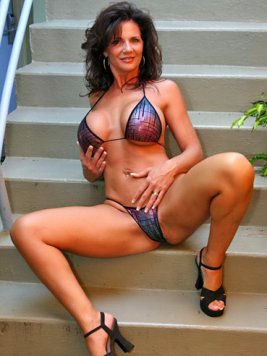 Pornstar Deauxma Pictures and Movies