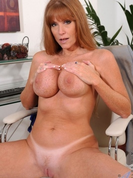 Pornstar Darla Crane Images and Videos